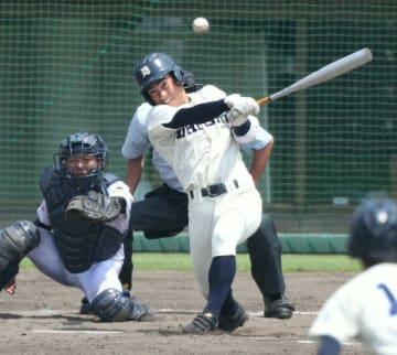 【大分商―藤蔭】5回表大分商1死二塁、岩崎が左前適時打を放つ