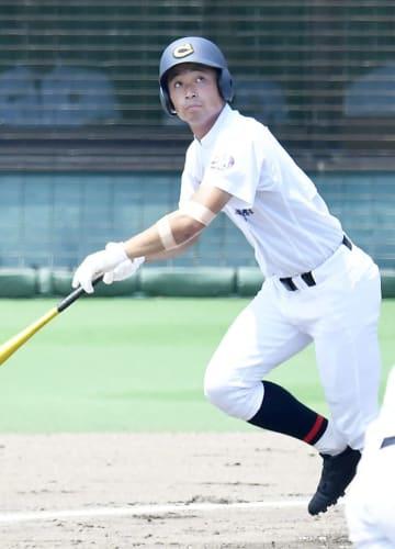 岐阜第一×中京院中京=1回裏中京院中京1死三塁、増田が先制の左翼越え二塁打を放つ=長良川