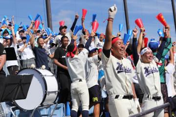 優勝が決まった瞬間、喜びに沸く海星のスタンド=県営ビッグNスタジアム