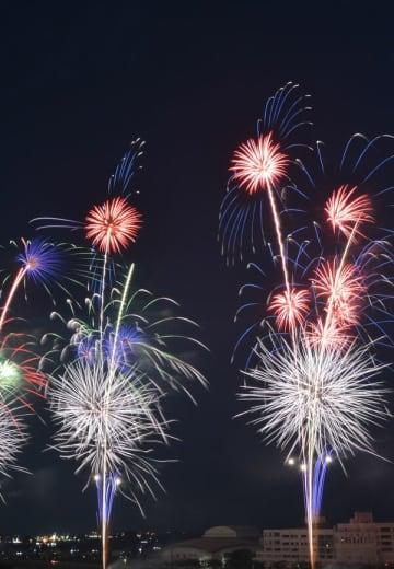夜空を彩った2万発の花火