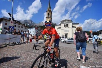 第4ステージのスタート地点で笑顔を見せる新城幸也 Photo:Bettini Photo