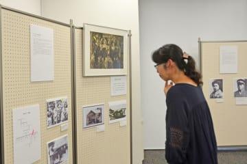生前の岡本かの子の写真などが展示されている企画展=中原図書館