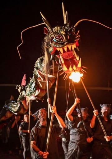 会場を練る清姫の化身という「大蛇」の模型(28日、和歌山県田辺市中辺路町真砂で)
