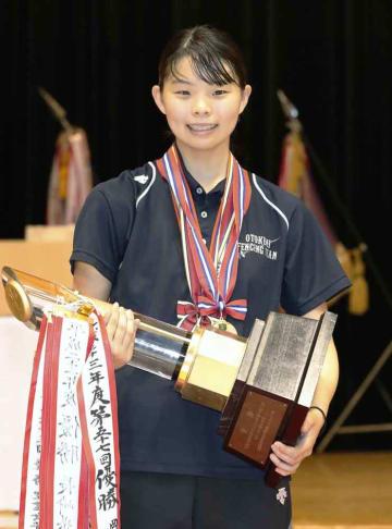 女子エペ個人で優勝した乙訓・寺山珠樹=霧島市牧園アリーナ