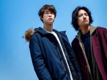 映画「his」に出演する宮沢氷魚さん(左)と藤原季節さん(C)2020 映画「his」製作委員会