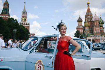 モスクワでクラシックカーラリー開催