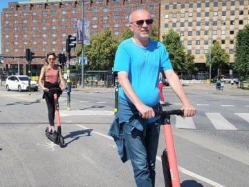 大人気の電動キックバイク=Chieko Yahagi Lundberg 2019