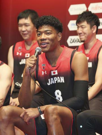 バスケットボール男子W杯の日本代表候補に選ばれ、記者会見する八村=30日、東京都港区