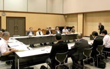 「県いじめSNS相談」の利用実績などが報告された連絡協議会=29日、新潟市中央区