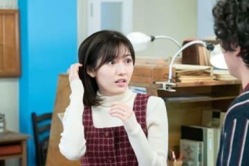 NHK連続テレビ小説「なつぞら」第104回の一場面 メガネを外した茜(渡辺麻友さん) (C)NHK
