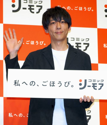 「コミックシーモア」の新CM発表会に登場した高橋一生=30日、東京都内