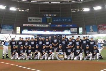 試合前に西武・中村剛也の通算400本塁打連盟表彰が行われた【写真:安藤かなみ】