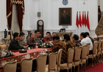 Indonesian President Joko Widodo meets SoftBank Group CEO Masayoshi Son, Grab CEO Anthony Tan and Grab Indonesia President Ridzki Kramadibrata in Jakarta on Monday (photo: Grab)