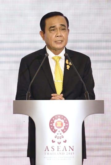 ASEAN外相会議のオープニングセレモニーであいさつするタイのプラユット首相=31日、バンコク(共同)