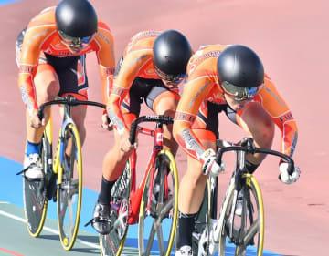 自転車チームスプリント1.2位決定戦 1分4秒187をマークし優勝した科学技術=7月31日、沖縄県総合運動公園