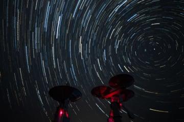 草原の「天眼」と夏の星空 内モンゴル自治区