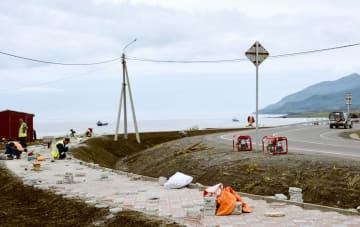 択捉島で行われている道路整備=31日