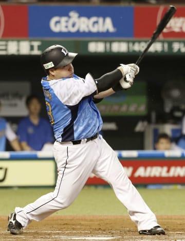 8回西武2死二塁、山川が右中間に先制二塁打を放つ=メットライフドーム