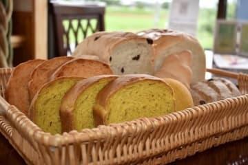 カラダに優しい素材にこだわった「パン&ケーキ・カフェFamilleふぁみーゆ」、高島市(画像提供:公益社団法人びわこビジターズビューロー、以下同)