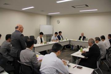 カジノを含む統合型リゾート施設(IR)の基本構想改定を話し合った有識者会議=長崎県庁