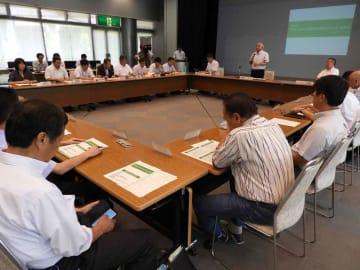 亀岡市のプラスチック製レジ袋提供禁止条例案について議論した協議会(亀岡市役所)
