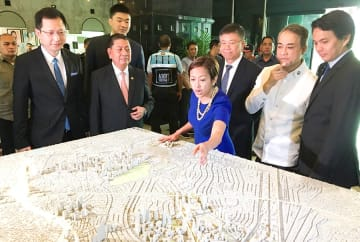 Makati City Mayor Abigail Binay briefing reporters on a .5 billion subway project in the city on Tuesday.