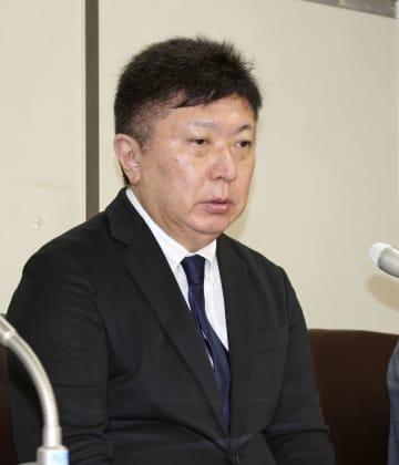 記者会見する「被害者と司法を考える会」代表の片山徒有さん=1日午後、東京・霞が関の司法記者クラブ