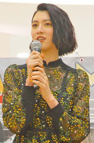 名古屋市内で開催された主演映画「ダンスウィズミー」の公開記念スペシャルトークショーに登場した三吉彩花さん