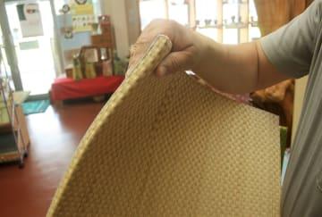薄くて軽い新感触の「ふわっと畳」の商品見本