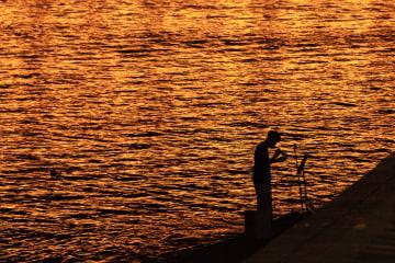 松花江のほとりで過ごす夏の夜 黒竜江省ハルビン市