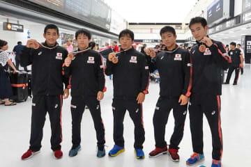 銅メダル獲得選手。(左から)西内悠人、丸山愛斗、菅沼碧久、青柳善の輔、計良涼介