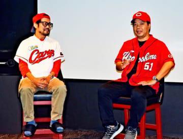 トークイベントに登壇した沖縄市観光物産振興協会の金城諭さん(右)とシアタードーナツの宮島真一代表=同市中央