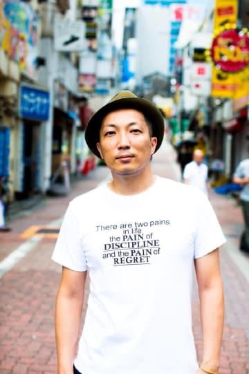 七山でのライブに初出演する唐津市出身のシンガーソングライター松本勝大さん(提供写真)