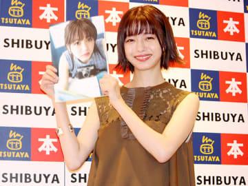 写真集の発売記念イベントを行った埼玉出身の女優・市川美織さん=3日、都内
