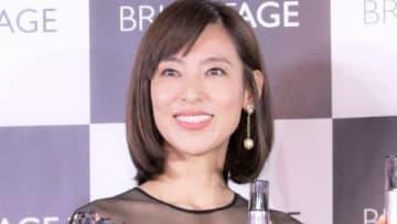 スキンケアブランド「ブライトエイジ」のアンバサダー就任発表会に登場した小泉里子さん