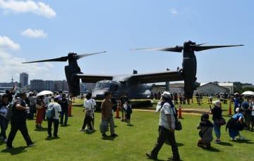 米空軍のCV22オスプレイが3日、米海軍横須賀基地で開かれた基地開放イベントで、県内で初めて一般展示された=横須賀市