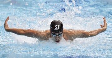 男子200メートル個人メドレー決勝 2分0秒03で3位に入った萩野公介のバタフライ=東京辰巳国際水泳場