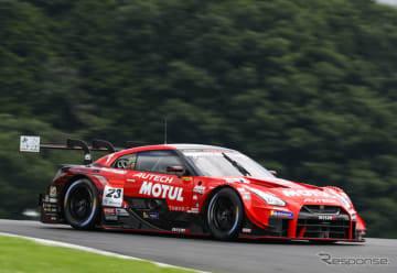 GT500クラスのポールポジションを獲得した#23 GT-R。