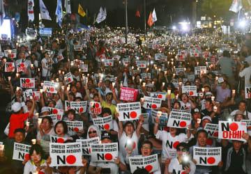 3日、ソウルの日本大使館前で開かれた安倍政権を糾弾する集会(共同)
