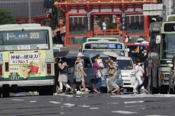京都市では猛暑が続いている。3日は最高気温38.2度を観測した。(2日、京都市東山区)
