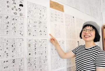 「日々の出来事を描き続けたい」と笑顔で語る佐藤さん=仙台市青葉区の書店「ボタン」