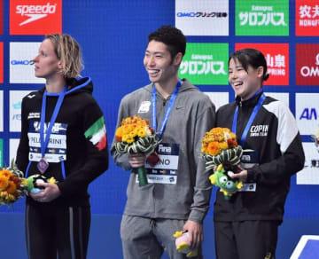 復帰戦の男子200メートル個人メドレーで3位に入り、笑顔を見せる萩野公介=3日午後7時10分、東京辰巳国際水泳場