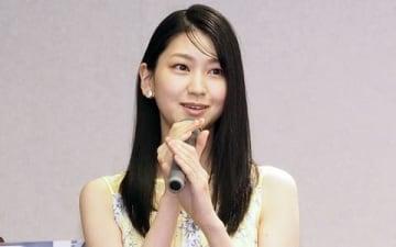 毎日新聞の新CM「真実へ深掘り」編の完成記者発表会に登場した是永瞳さん