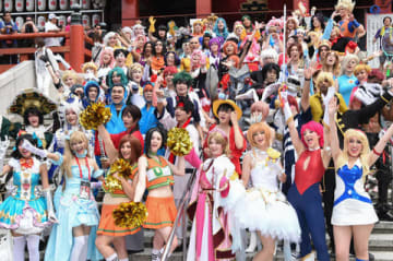 「世界コスプレサミット2019」の世界各国の代表コスプレーヤーらによるパレード「大須コスプレパレード」の様子