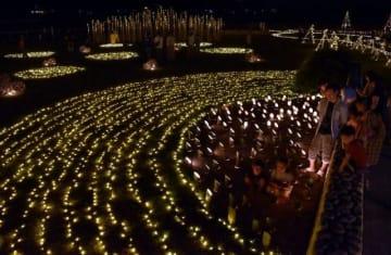 竹の灯籠で港町を彩るみなと灯幻郷