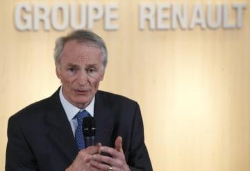パリ近郊のルノー本社で話すジャンドミニク・スナール会長=1月(AP=共同)