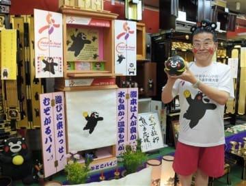女子ハンドボール世界選手権を盛り上げる仏壇をアピールする永田幸喜社長=熊本市西区
