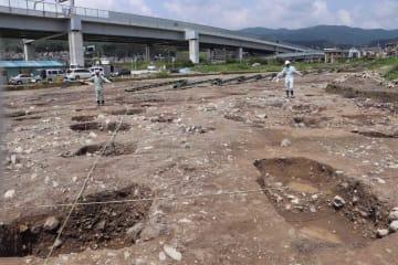 高位な人物の邸宅とみられる建物跡が見つかった長岡京跡の発掘現場(長岡京市下海印寺)