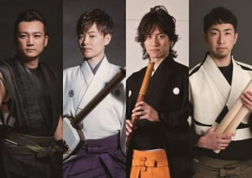 邦楽奉納コンサートに出演する山部さん(左)ら奏者