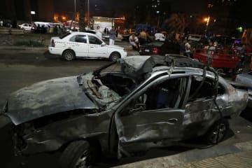 カイロ市内で自動車爆発 死傷者30人以上